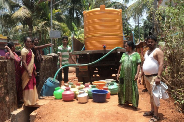 Water is supplied through tankers at Kaveri Road in Yadthare village.