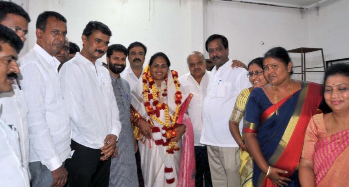 MP Shobha Karandlaje was felicitated by party workers at the BJP party office in Chikkamagaluru on Friday.