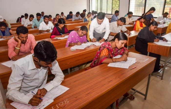 Candidates writing their KPSC exam in Kalaburagi. DH Photo/Prashanth HG