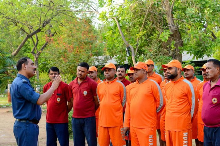 Deputy Commandant at India's 6th National Disaster Response Force (NDRF), Ranvijay Kumar (L), briefs NDRF personnel at an NDRF camp in Chiloda (also called Naroda), some 40 kms from Ahmedabad. (AFP Photo)