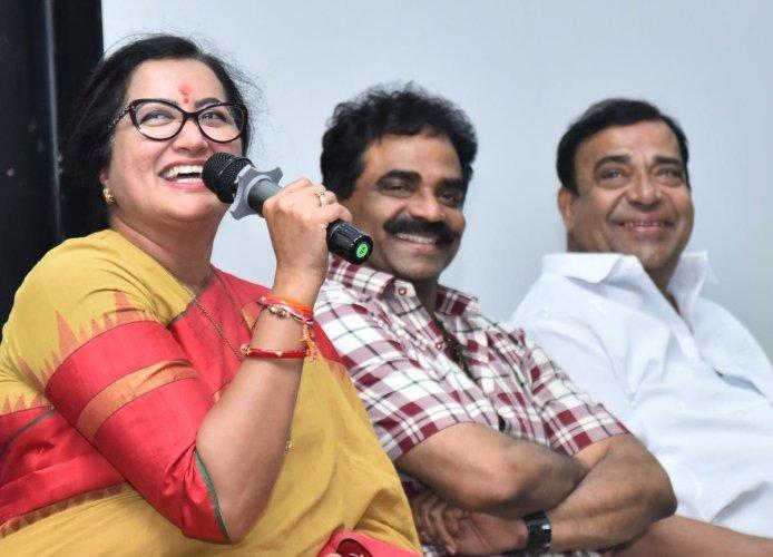 Mandya MP Sumalatha Ambareesh at the interaction programme held at the KLETU in Hubballi on Saturday. Rockline Venkatesh, Doddanna look on.