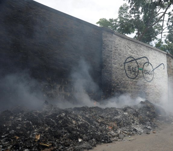 The pollution watchdog also said that it found many industries in pollution hotspots emanating black smoke.