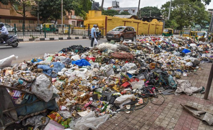 Huge mounds of trash dumped near the busy KR Market and (right) near the Upparpet police station on Tank Bund Road.DH Photos/Pushkar V & S K Dinesh