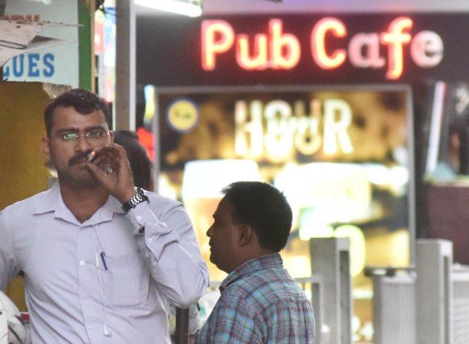 Smoking zones will check passive smoking. dh photo