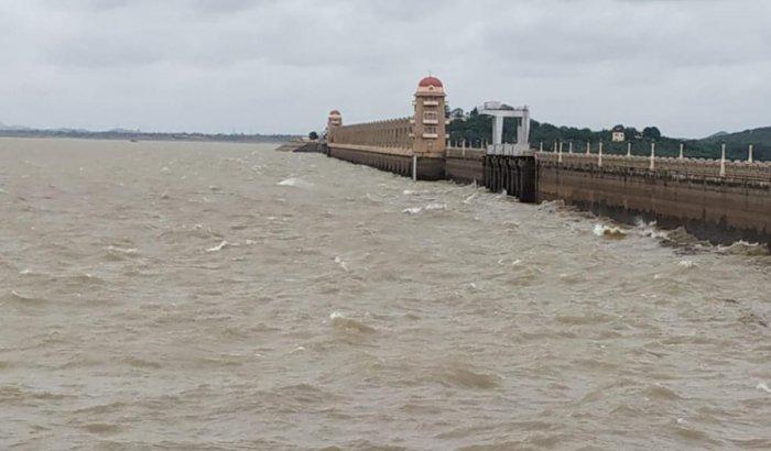 Tungabhadra reservoir near Hosapete is receiving good inflows following heavy showers in Chikkamagaluru and Shivamogga districts.