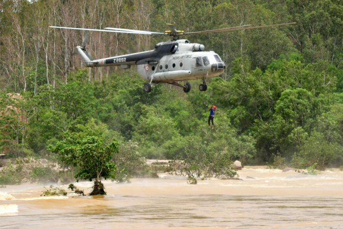 An IAF helicopter lifts a rescue personnel from Tungabhadra river after the boat in which they were travelling capsized near Virupapaura Gadde in Gangavathi taluk of Koppal district. DH Photo/Bharath Kandakur