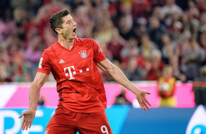 Bayern Munich forward Robert Lewandowski celebrates after scoring the equaliser. (AFP photo)