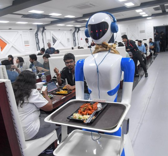 Robots serving food at Bengaluru's first Robot Restaurant at Indiranagar. DH Photo/B H Shivakumar
