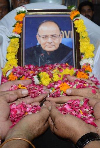 BJP members pay tribute to Arun Jaitley (AFP Photo)
