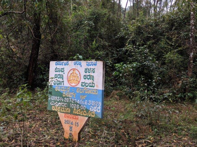 A board on reserve forest placed at Karimane Kallugodu in Abbugudige near Kalasa.
