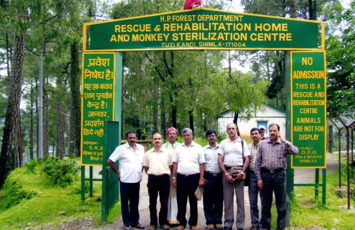 A delegation of officials and office-bearers of Bharatiya Kisan Sangh visited Himachal Pradesh to conduct a study on monkey park in 2010.
