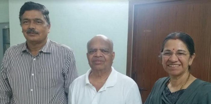 H J Bhandary, director of Pilikula Biological Park, along with entrepreneur Ramdas Kamath and his wife Jayashri Kamath, who donated Rs 15 lakh to the park.