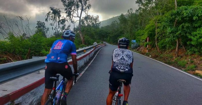 Dr Arvind Bhateja and Dipankar Paul during their preparations for the 'Everesting' event
