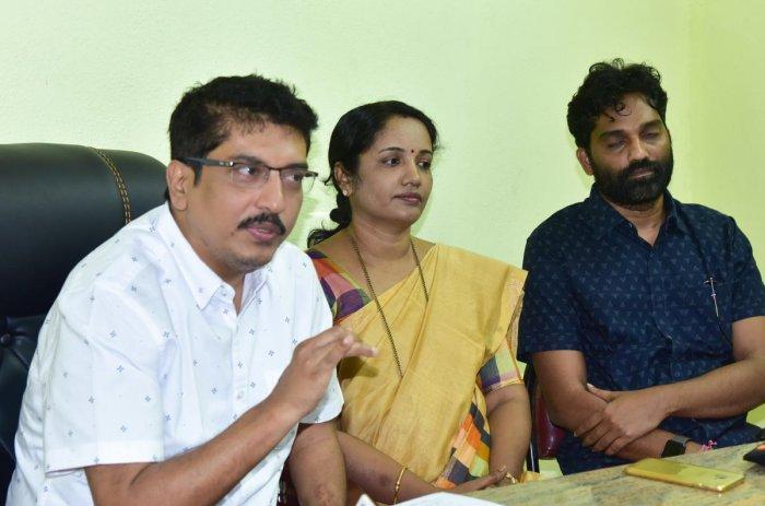 Karnataka Beary Sahitya Academy Chairman Rahim Ucchil speaks to reporters at a press meet in Mangaluru.