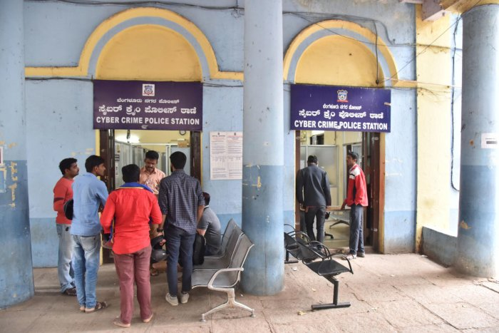 Computer registration of online frauds in Bengaluru was temporarily stopped in November after their numberscrossed 9,999. The limit has now been expanded to 99,999, but online complaint registration is yet to resume. dh Photo /Janardhan B K