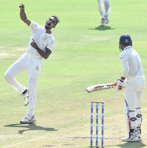 Karnataka pacer Abhimanyu Mithun celebrates after dismissing a Uttar Pradesh batsman on the second day of their Group B game in Hubballi on Wednesday. DH PHOTO/Tajuddin Azad