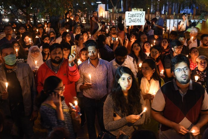 Citizens during a candlelight vigil for victims of police brutality in Bengaluru on Tuesday. DH PHOTO/PUSHKAR V