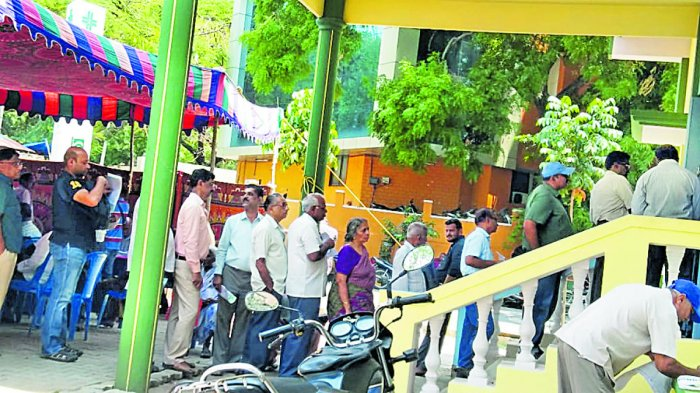 People queue up to pay tax at Mysuru City Corporation office. Dh-file photo