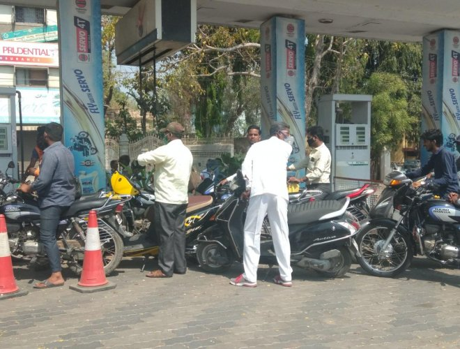 Motorists lined up for petrol at the petrol pump on Station Road. (DH Photo)