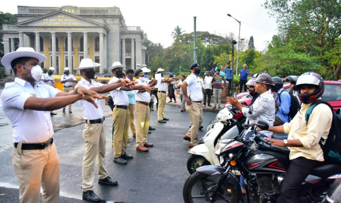 Traffic policemen demonstrate the correct way of washing hands at the Town Hall signal on Friday. DH PHOTO/ANUP RAGH T