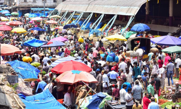 KR Market witnessed heavy rush of people eager to buy festive essentials on Monday. DH photo/Anup Ragh T