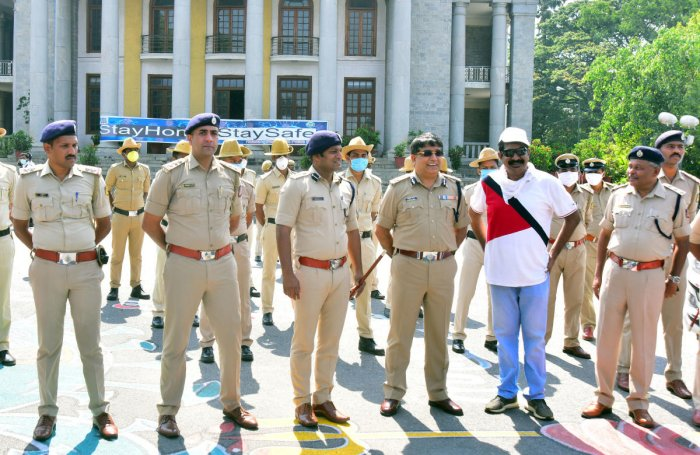 Filmmaker Yogaraj Bhat, police chief Bhaskar Rao and other officers during the shooting of a documentary at Town Hall. DH PHOTO/ANUP RAGH T