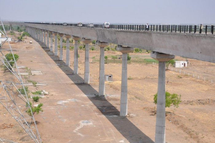 The 14.73-km long aqueduct of Tidagundi Branch Canal, the longest and the tallest structure in the country, thrown open to public in Vijayapura district on Friday. DH Photo.