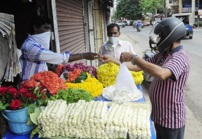 Customers purchase flowers from a shop in Udupi.DH Photo/Umesh Marpalli