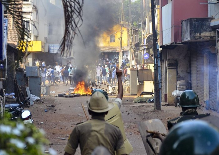 Police personnel pelt stones during their clash with the protestors participating in a rally against the amended Citizenship Act and NRC, in Mangaluru, Thursday, Dec. 19, 2019. Photo/PTI