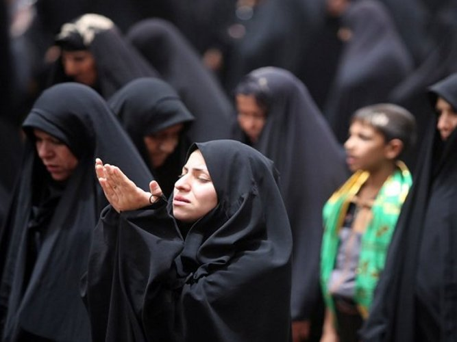 The Supreme Court on Tuesday agreed to examine a PIL filed by a Pune-based Muslim seeking a direction to allow unrestricted entry of women in mosques to offer prayers.