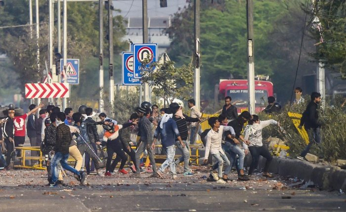 Rioters pelt stones during clashes between those against and those supporting the Citizenship (Amendment) Act in north east Delhi, Tuesday, Feb. 25, 2020. Credit: PTI Photo
