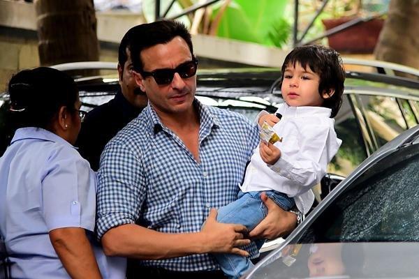 Bollywood actors Saif Ali Khan (C) with his son Taimur Ali Khan arrives for a Christmas brunch in Mumbai on December 25, 2019. (AFP Photo)