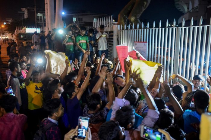 Cricket fans gather and shout slogans in front of the Sher-e-Bangla National Stadium in Dhaka on October 29, 2019, after Bangladesh national cricket team captain Shakib Al Hasan banned by the International Cricket Council (ICC) attended a press conference. Photo/AFP