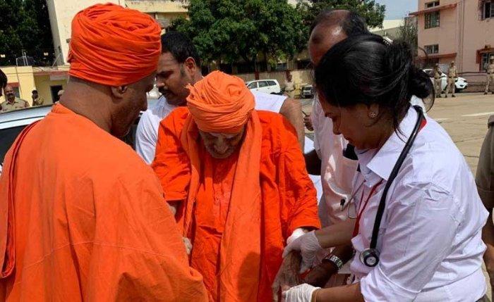 The seer has returned to the Siddaganga math in Tumakuru, according to reports.