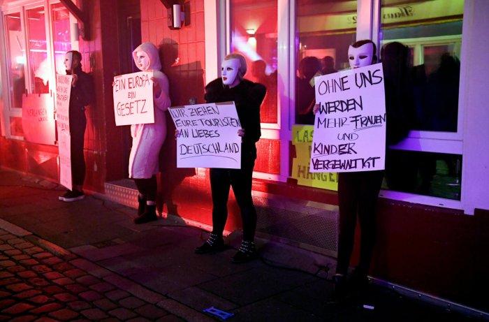 Hamburg sex workers demand Germanys brothels reopen