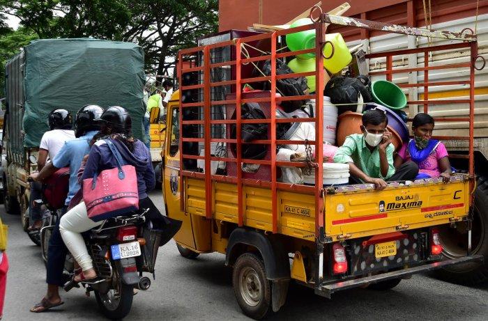 People leaving Bengaluru ahead of the weeklong lockdown on Tuesday. DH Photo/Ranju P