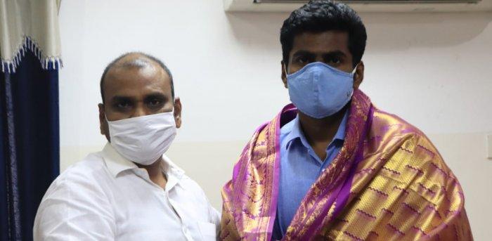 Former IPS officer K Annamalai with Tamil Nadu BJP President L Murugan on Saturday. Credit: DH Photo