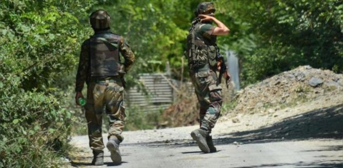 Army personnel during an encounter with militants at Pampore in Pulwama district of south Kashmir. Credit: PTI