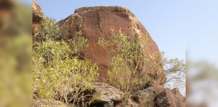 A rock face with inscriptions and a symbol at Motara Maradi. Photo credit: Srikumar M Menon