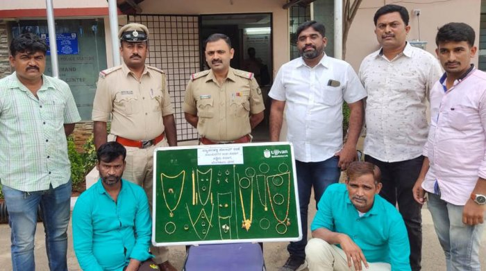 Byadarahalli police arrested two burglars who used to target locked houses.