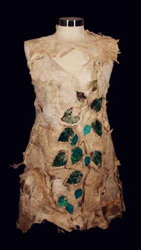 An outfit with chlorophyll-printed leaves on cyanobacteria.