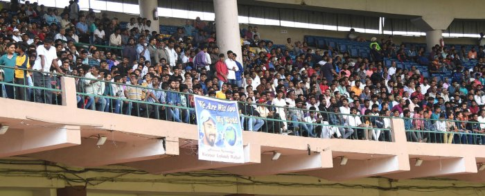 Fans thronged the stands during Karnataka's Vijay Hazare Trophy final against Tamil Nadu at the M Chinnaswamy staduim. DH PHOTO/ SRIKANTA SHARMA R