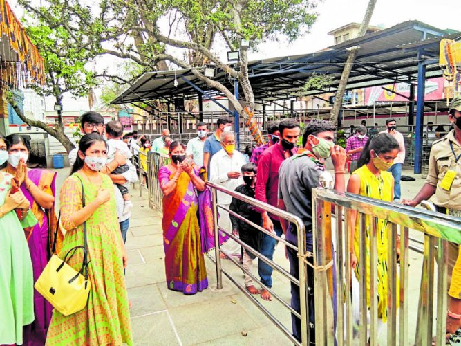 Devotees wait for Hasanamba darshan on the last day in Hassan on Monday.
