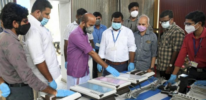 Officials demostrate about the functioning of EVMs, ahead of local body elections, in Kochi. Credit: PTI.