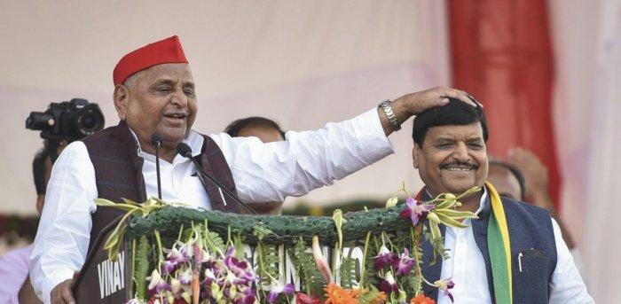 Shivpal Yadav (right). Credit: PTI file photo.