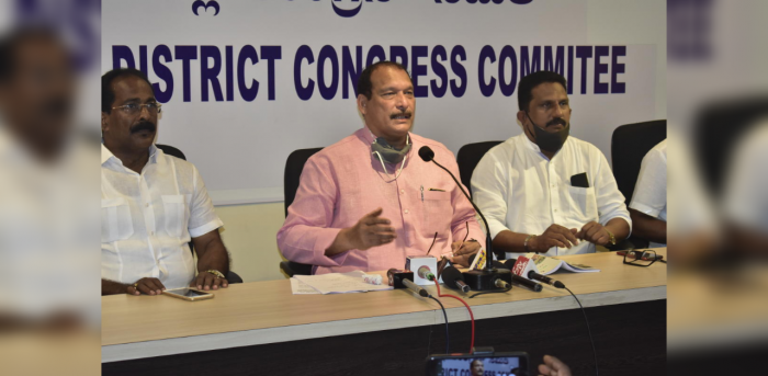Former MLC Ivan D'Souza speaks to mediapersons in Mangaluru on Wednesday.