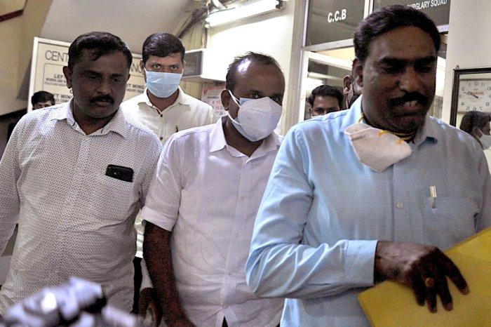 Former mayor R Sampath Raj (centre) after his arrest in Bengaluru on Tuesday. DH PHOTO/PUSHKAR V