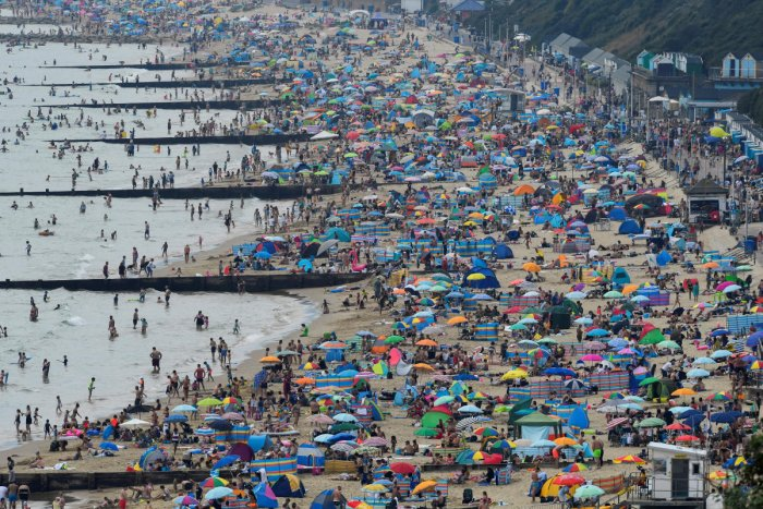 People enjoy the sunny weather at the Bournemouth Beach, amid the coronavirus disease (COVID-19) outbreak, in Bournemouth, Britain, August 7, 2020. Credit: REUTERS