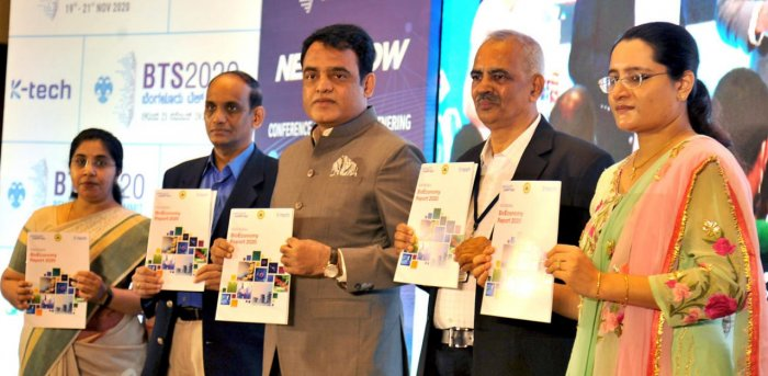 C N Ashwath Narayan (centre) at the Bengaluru Tech Summit. Credit: DH photo/Pushkar V.