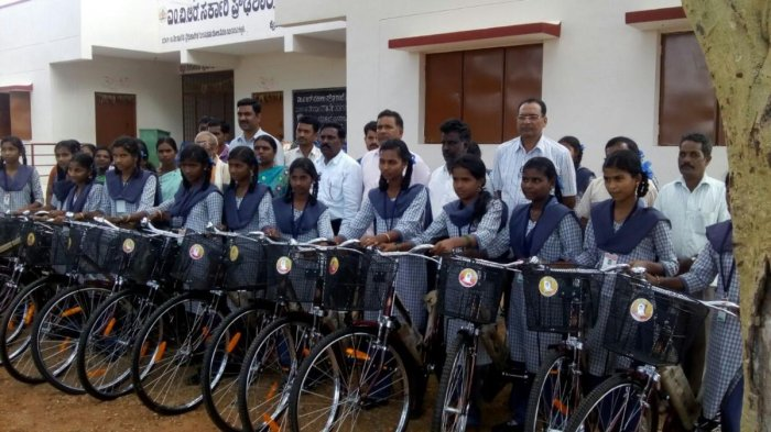 Karnataka government began providing free bicycles to government school students in 2006-07. DH File Photo
